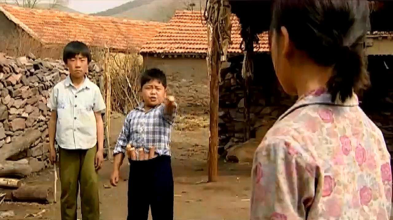 暖春:小花成了孤儿,被坏孩子欺负却不敢说,太可怜了!