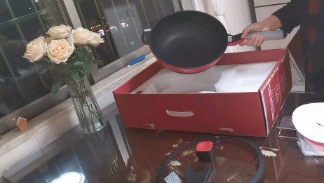 买了这款网红的炒锅来试用,看看它除了颜值高外,究竟好不好用