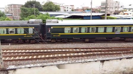 广铁长段的HXD3C型电力机车牵引K9005次列车从郭塘站经过