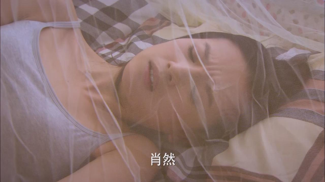 美女生病卧床不起,万万没想到小伙叫美女多喝热水,心可真大!