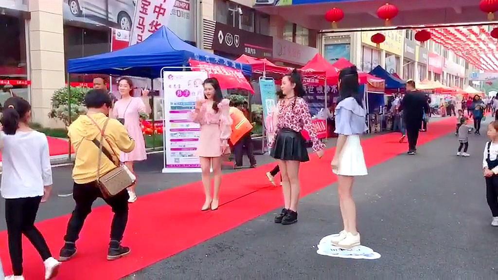 吉安网红闺蜜团第三视角,性感美女的舞姿,真的是太仙了啊!