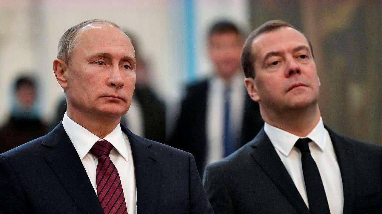 俄政府全体辞职,究竟出了什么大事?梅德韦杰夫呼吁大家冷静