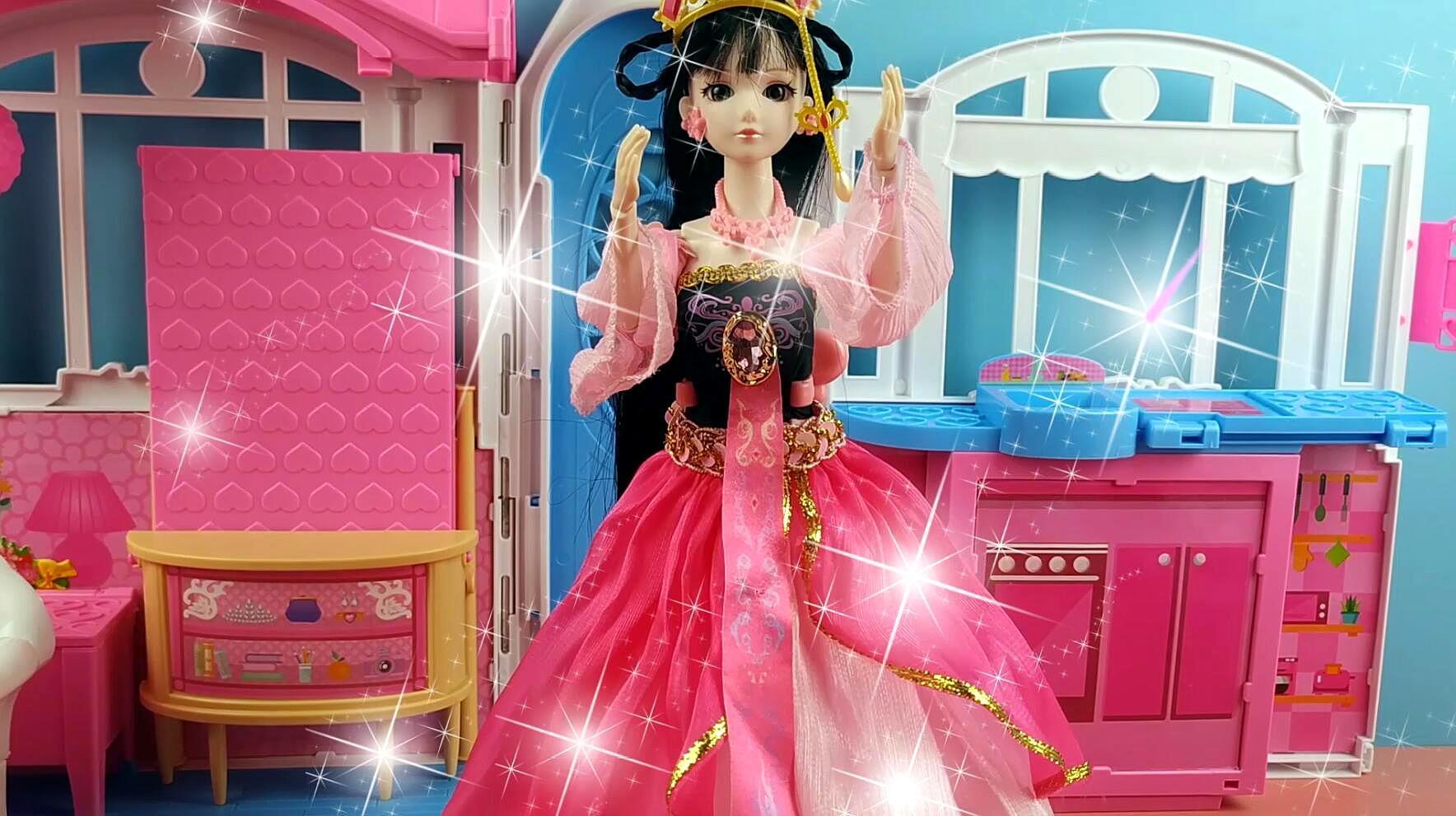 叶罗丽公主日记:叶罗丽娃娃帮助主人整理房间,王默好幸福!图片