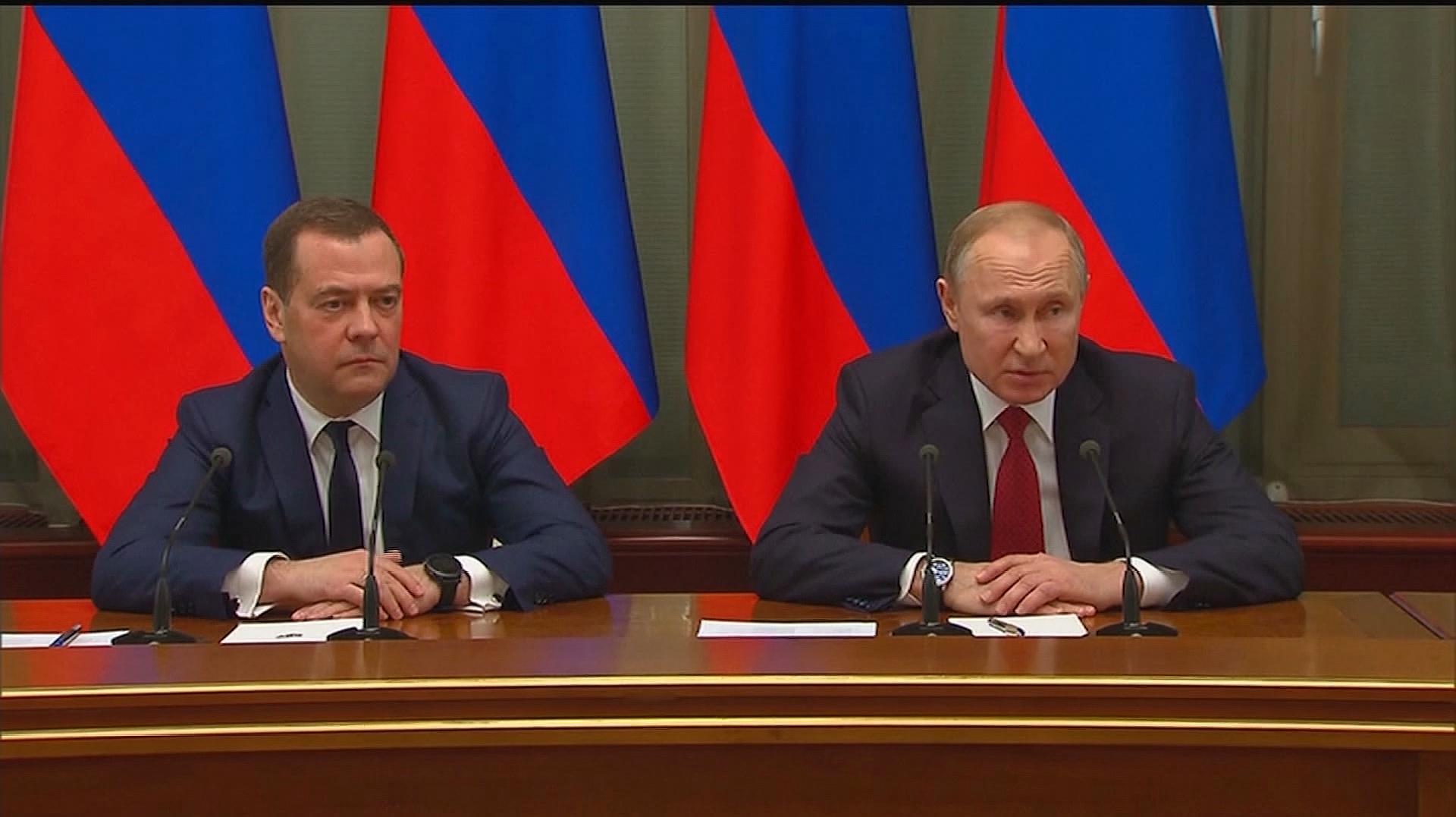 俄罗斯总理梅德韦杰夫宣布俄政府全体辞职
