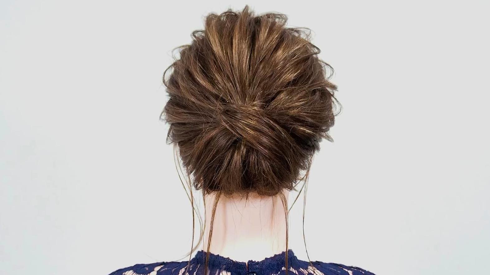 每周推荐发型,亲朋好友聚会怎么盘头发气质减龄?这款必须学会