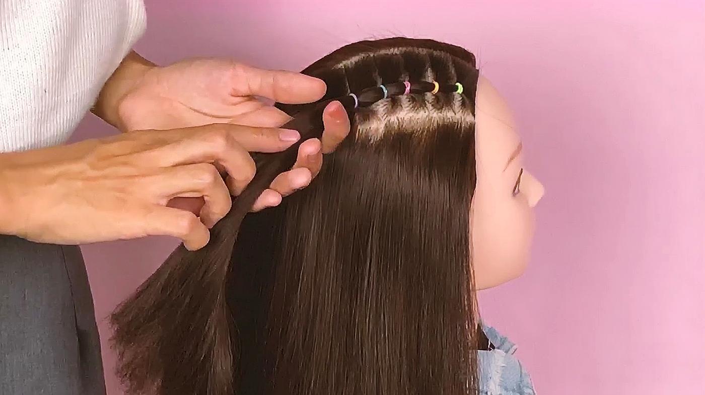 02:15  来源:好看视频-简单却不失优雅的小女孩发型,真漂亮,手残党