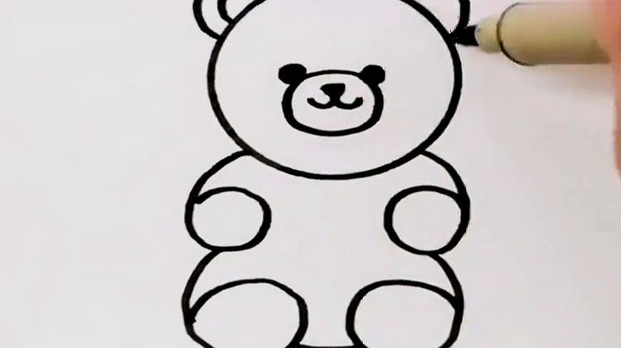 6小熊简笔画6:画出一个圆形作为头,画出眼睛,鼻子,嘴巴,再画出身体,小