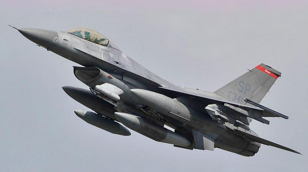 一架美军F-16战机在德国西南部坠毁 飞行员弹射逃生受轻伤