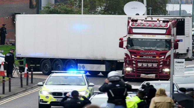 英国一卡车发现39具遗体 最新进展:警方确认尸体均为中国籍