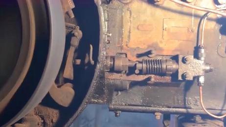 国外大爷修复一台报废的拖拉机,别人欣赏古董,他却收藏拖拉机!