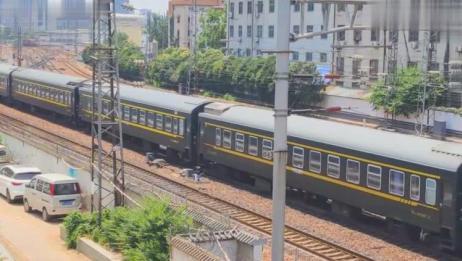 铁路实拍:K600次列车,郑州站发车