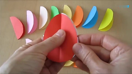 教你用彩纸DIY一个漂亮的玫瑰花底座,折纸教程!