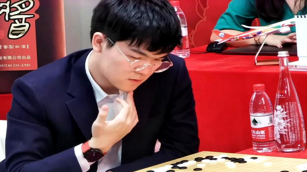 贺岁杯柯洁执白中盘战胜芝野虎丸 将与韩棋手朴廷桓争夺冠军