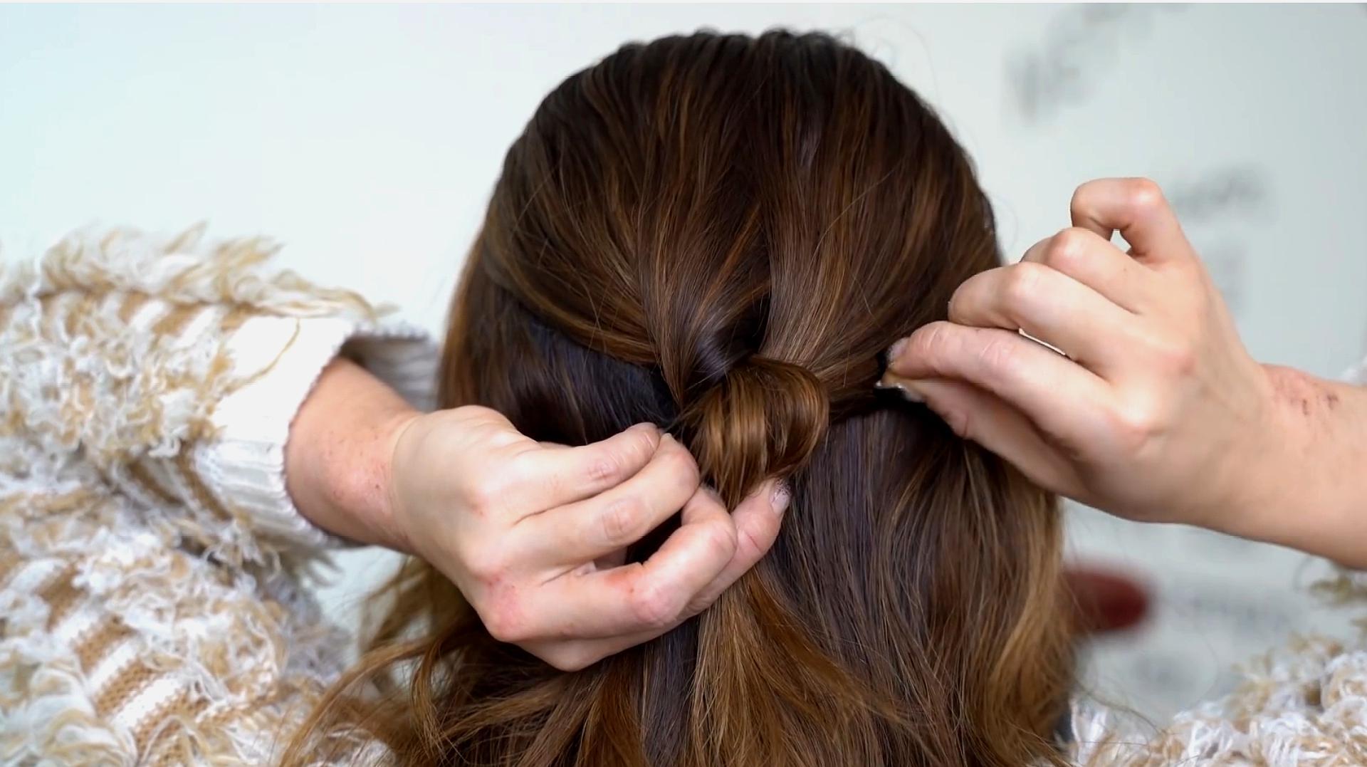 脸大女生适合扎什么头发?试试这款发型,蓬松显脸小