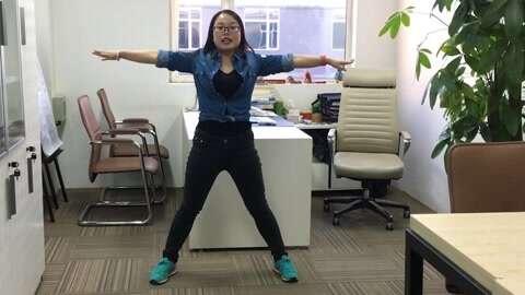 女人-拯救v女人操伸展ola女人瑜伽瘦身照样燃脂5办公室上班小经期视频运动减肥吗身材好图片