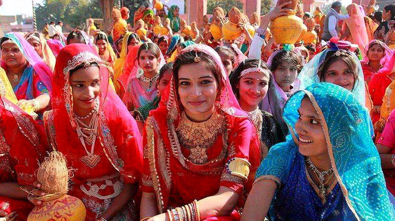 为什么印度女人内急时,愿意上露天厕所?真实答案令人心疼!