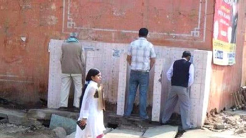 印度都是露天厕所,那印度女性如何保护隐私?看完让人心疼!