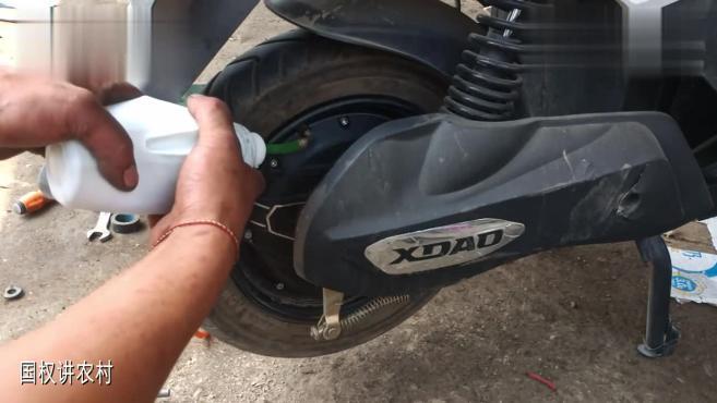 电动车真空胎漏气怎么办?师傅教你最简单的的补胎方法;在家修理