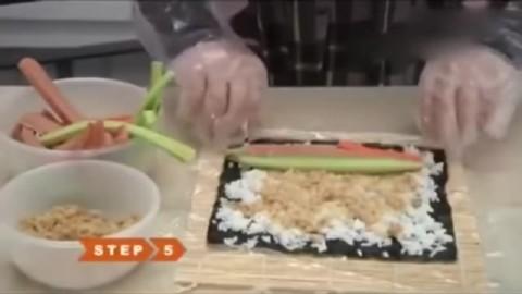 做寿司步骤视频 寿司的正宗做法寿司的做法 !