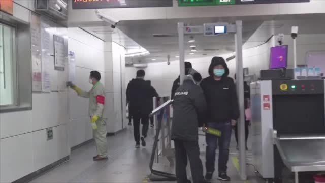 【今早北京地铁人人有座】今天是复工后的第二个周一。北京日报客户端记者今早在地铁10号线车厢