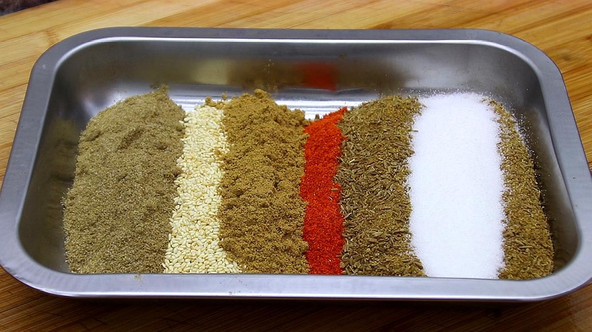 万能烧烤料的教程来了,最简单实用的配方,烧烤店万能撒料