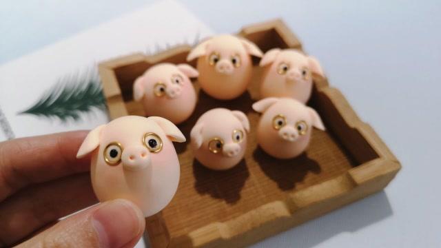 可爱的粘土小猪,做法超级简单,快来捏一窝送朋友吧