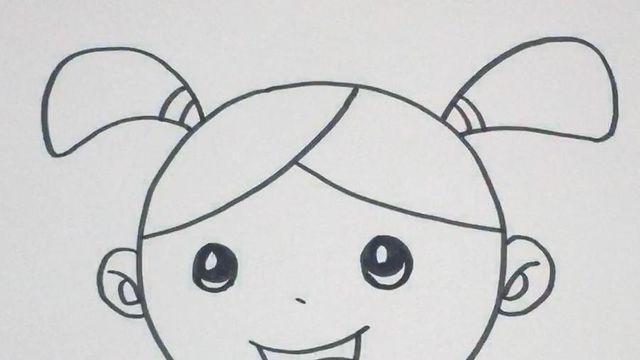 3笑脸简笔画:首先画出圆的脸型,在其中画出弯月眼,补出笑脸和头发帘