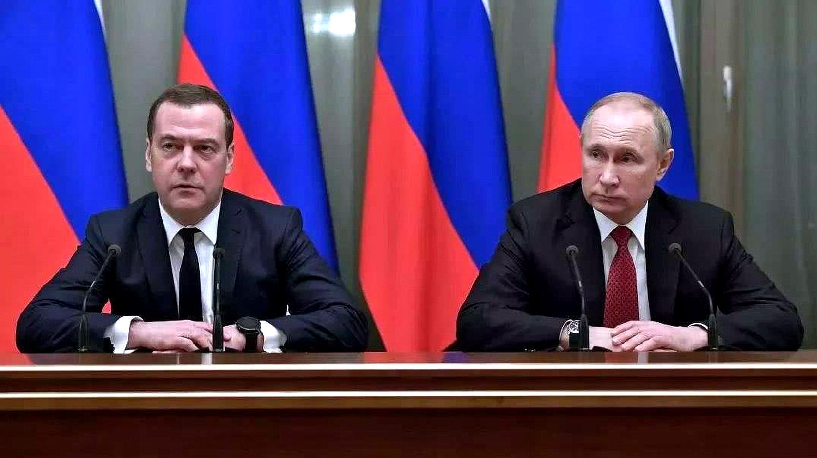 梅德韦杰夫突然宣布:俄罗斯政府全体辞职,中方表态来了