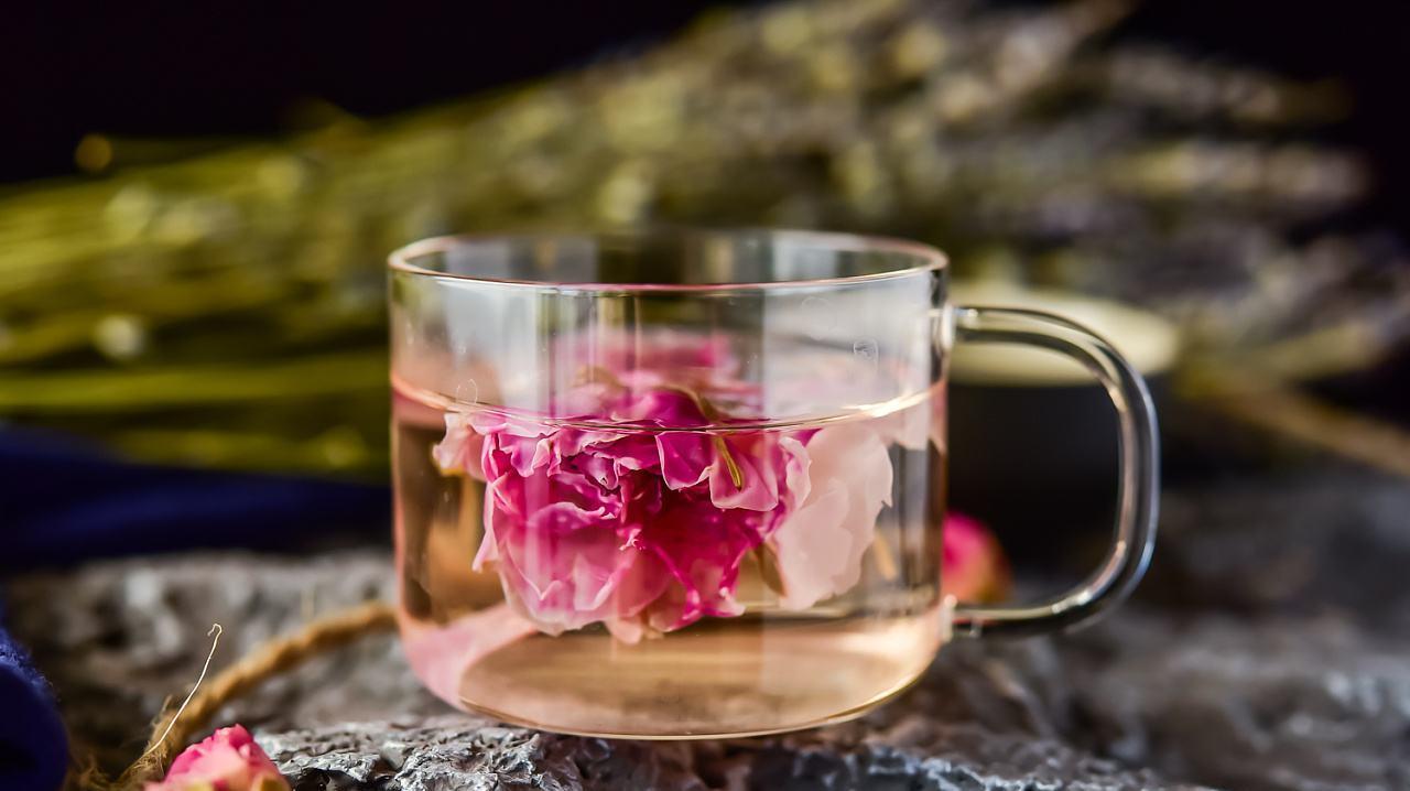 泡玫瑰花茶是用冷水还是热水,很多人没做对,喝了也白喝
