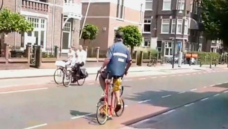 """老大爷发明""""侧骑""""自行车,可提速30%,真是人老心不老啊"""