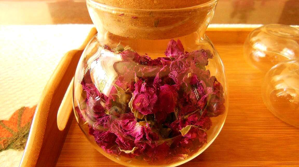 玫瑰花茶到底用冷水泡还是热水泡?好多了做错了,难怪喝了也白喝