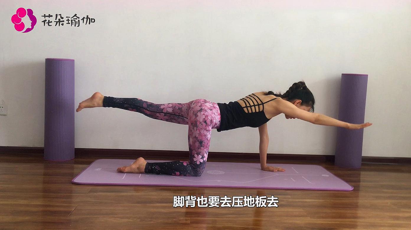 瑜伽体式分享:猫平衡式,每天5分钟,强化关节的同时增加平衡图片