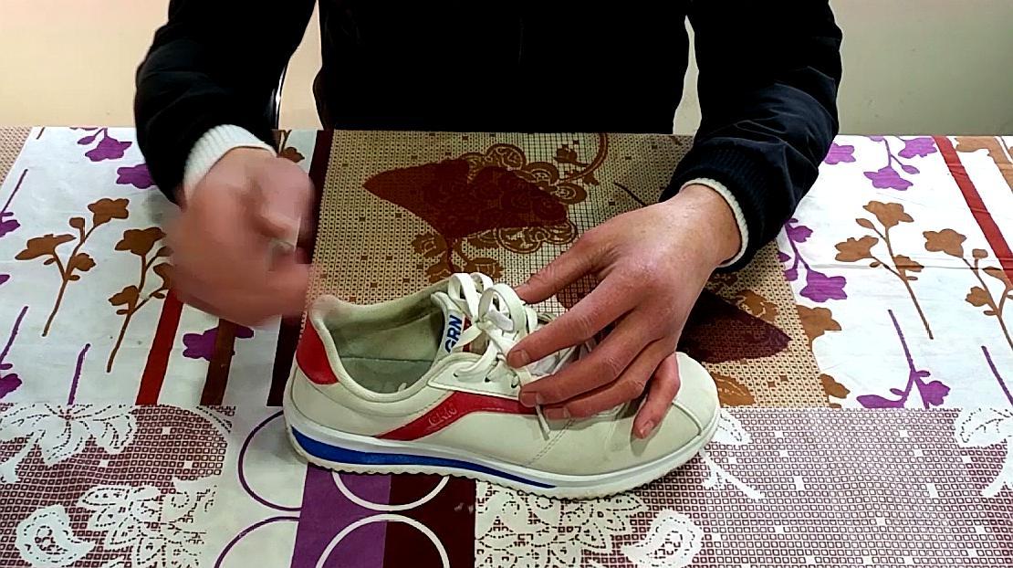 教你一个清理小白鞋的方法,简单实用