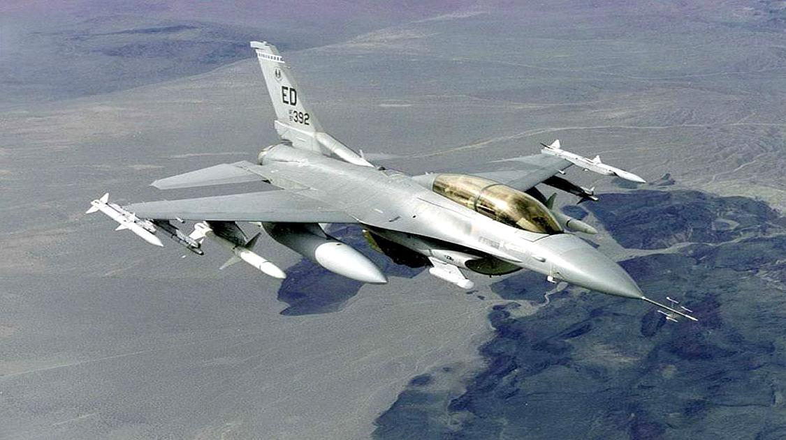 抵近俄轰炸机后,北约一架F-16突然坠毁,跳伞飞行员解释令美尴尬