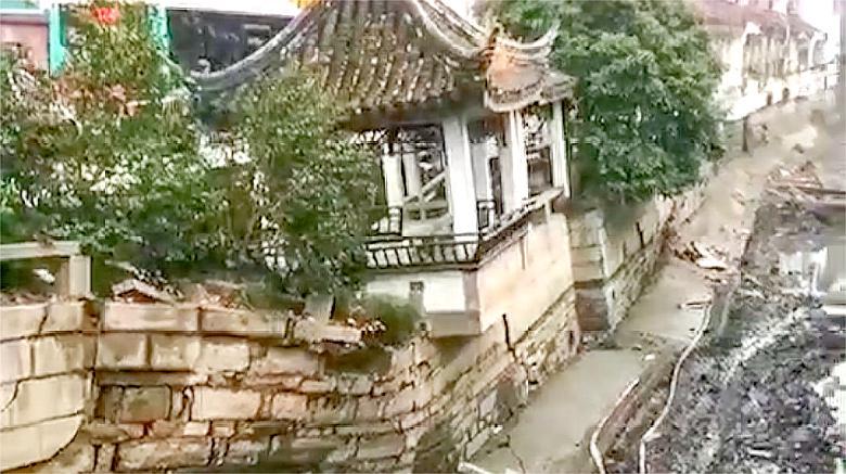 苏州十全街塌陷,仿古长廊整体下沉,目击者:听到了很闷的轰轰声
