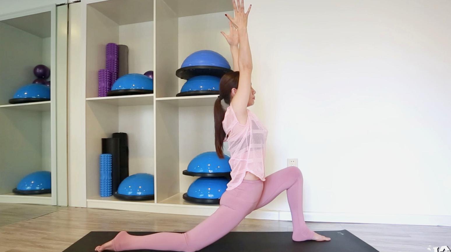 新月式瑜伽动作怎么做才正确图片