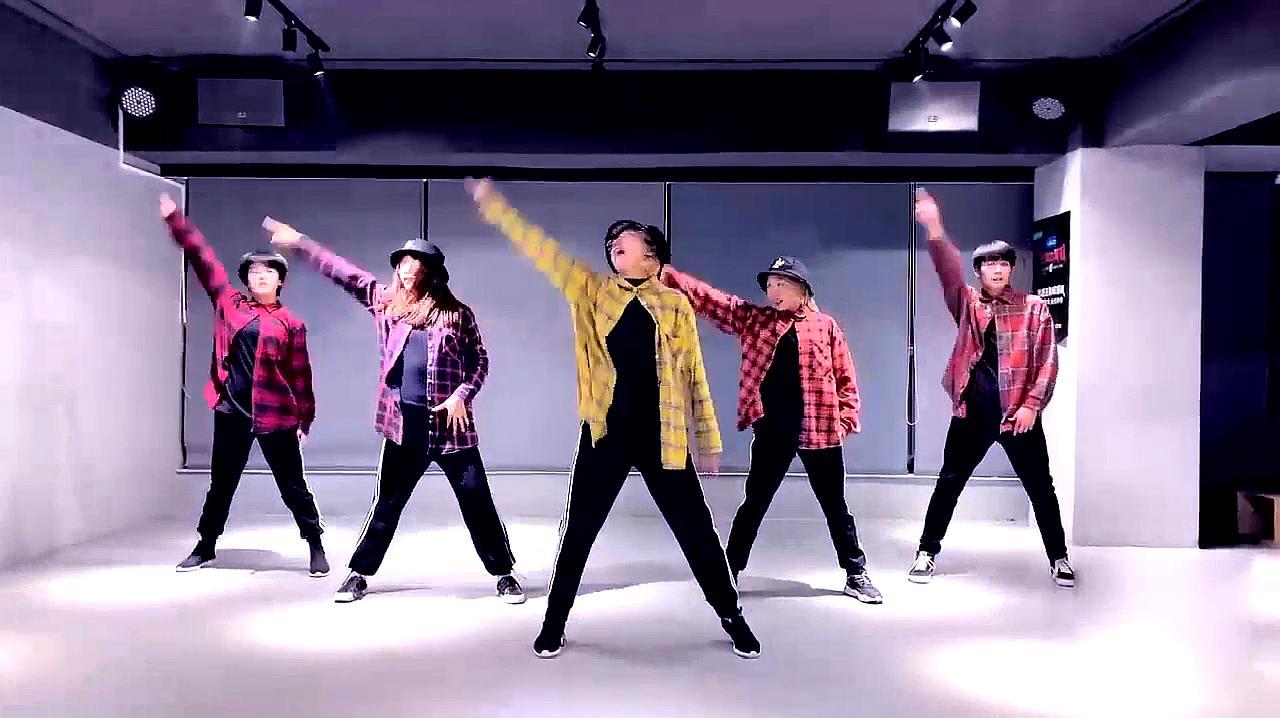 03:38  来源:好看视频-汪苏泷《一笑倾城》舞蹈教学视频,歌曲好听图片
