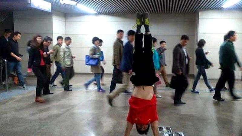 昔日体操冠军二次入狱!曾和李小鹏是队友,怎么沦落到街头卖艺?
