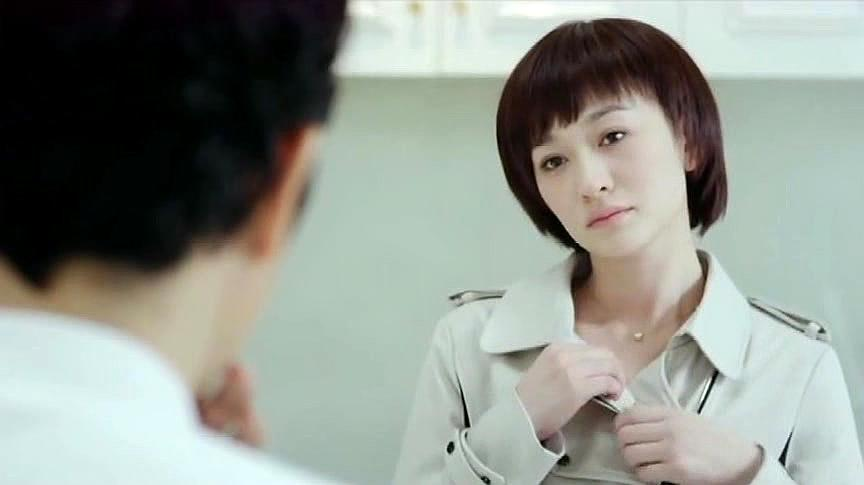 美女为了公司贷款,竟解开自己的扣子,老总看着她什么都要答应了