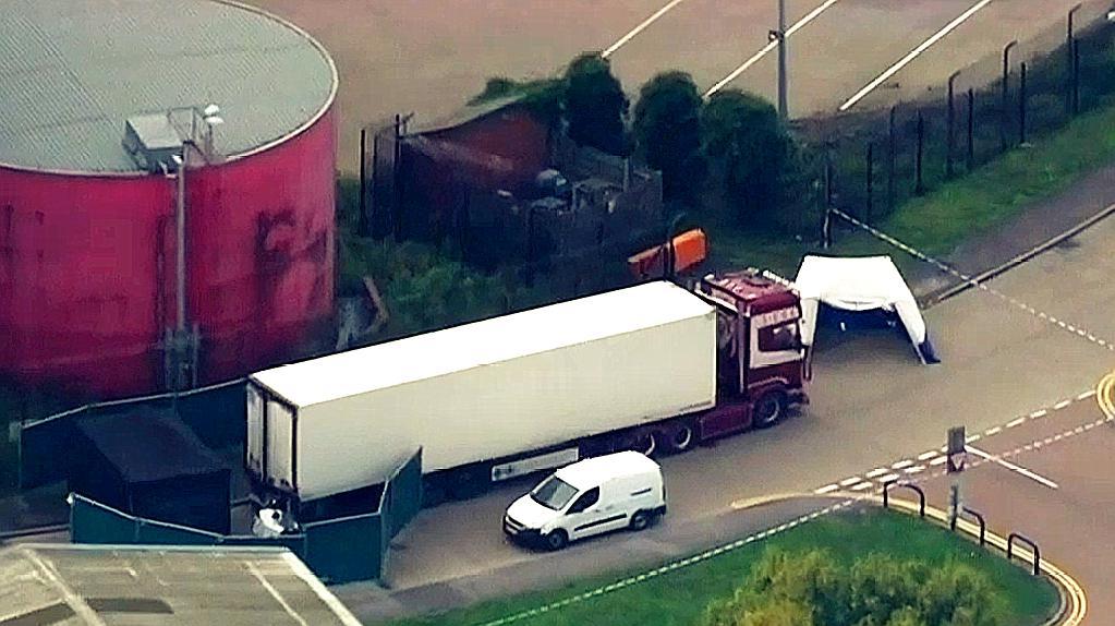 英国媒体:警方确认货车内发现的39具尸体均为中国人