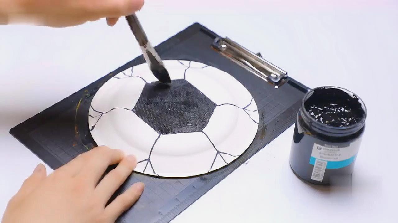手工钟表的制作方法,足球形状的钟表亲子diy教程
