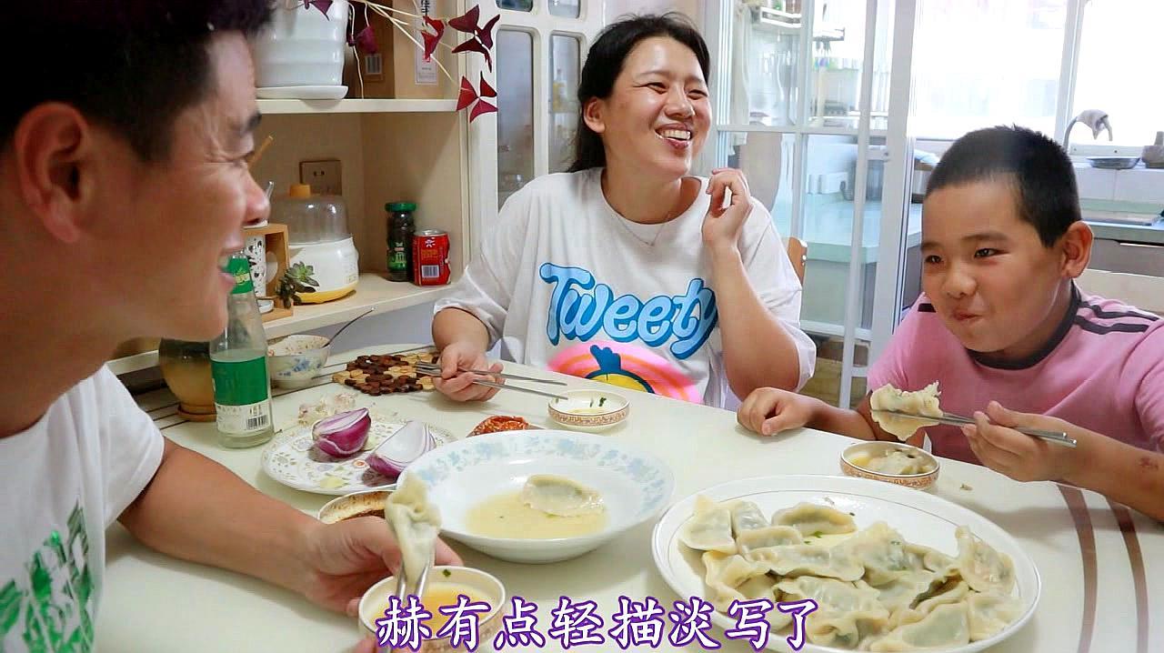 一个饺子里包一个大虾,高配猪肉韭菜饺子,一口一个大虾仁真鲜