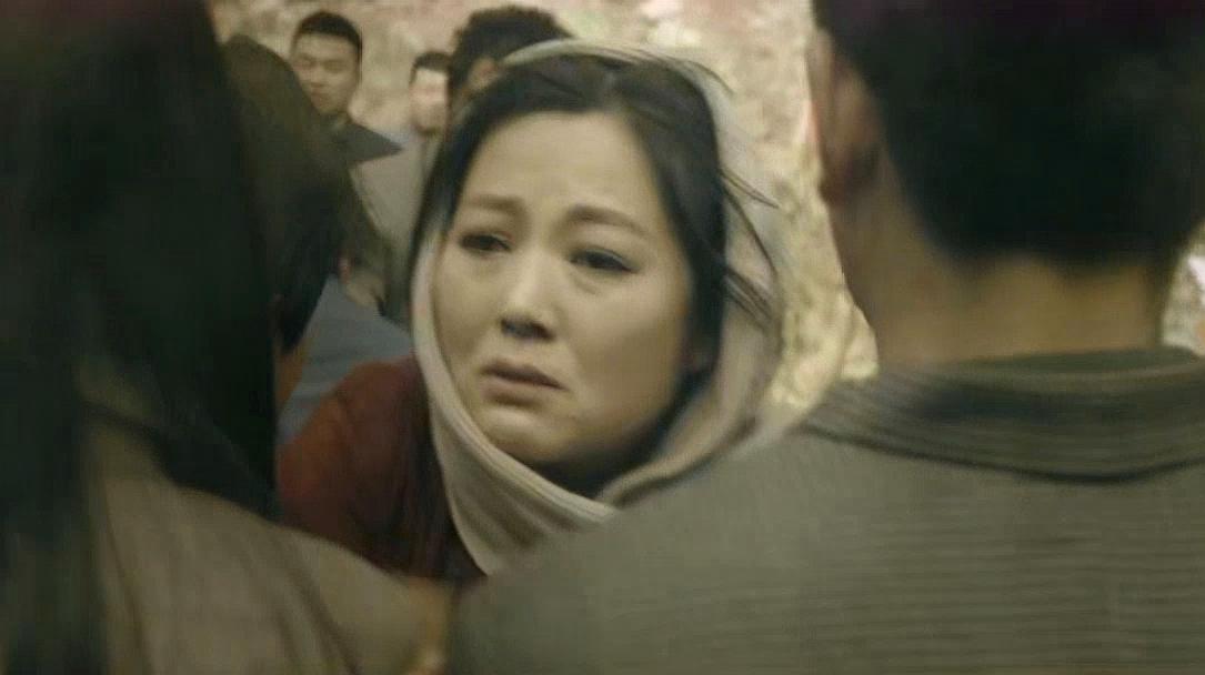一场地震把所有人的希望都炸没了,老人小孩无不痛哭流涕