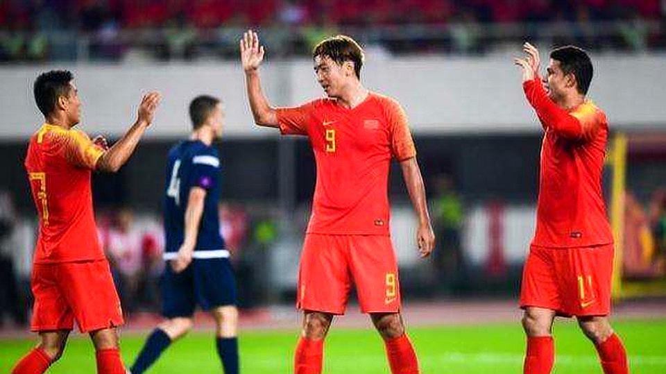 中国国足主场7-0大胜关岛,世预赛两连胜