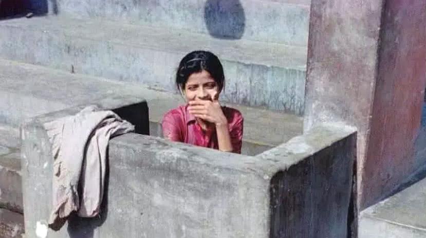 印度到处都是露天厕所,那印度女生怎么保护隐私?好心酸!