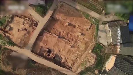 城坝遗址占地面积很大,整体呈不规则形状,每个遗迹都相互关联!