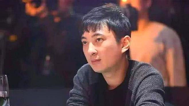 被限制高消费后,王思聪现身上海高档餐厅吃下午茶,身旁无女伴!