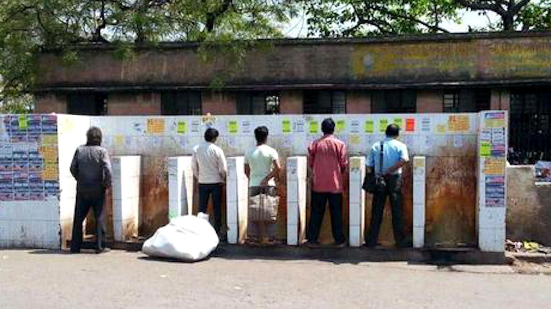 印度全是露天厕所,那你知道印度女性怎么上厕所吗?真相很无奈!