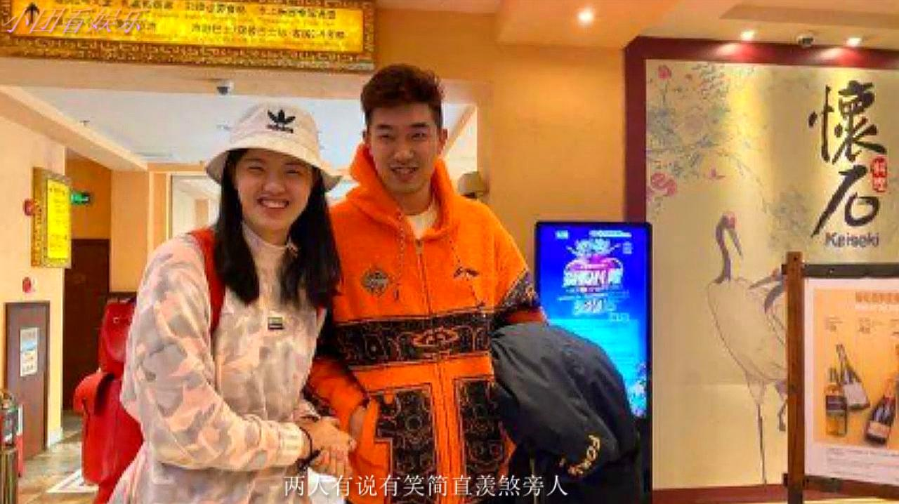 张常宁探班吴冠希,两人有说有笑很是甜蜜,幸福感满满