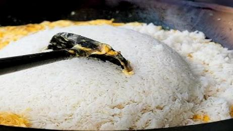 大叔街头卖蛋炒饭,30元一份限量5大锅,从负债到资产百万!